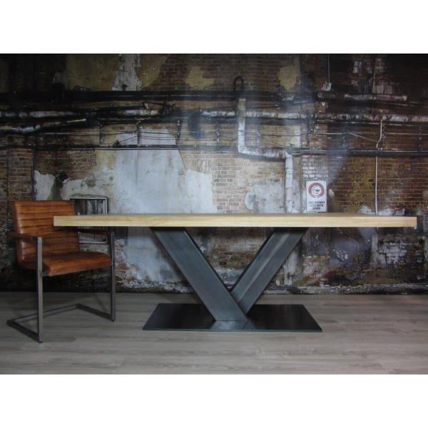 Τραπέζι κατασκευασμένο με κοιλοδοκό