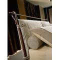 Μεταλλικό κρεβάτι με αφαιρούμενες μαξιλάρες